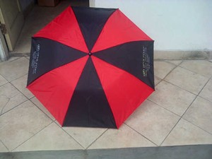 payung lipat 2 merah hitam 1